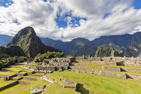 Peru, Andes, Urubamba Valley, Machu Picchu with mountain Huayna Picchu - FOF08833
