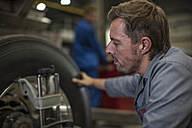 Factory worker in truck manufacture - ZEF12796