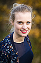 Portrait of smiling young woman in autumn - NGF00385