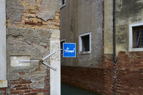 Italy, Venice, gondola sign at house front - XCF00135