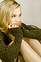 Blond young woman wearing sweater - NGF00394