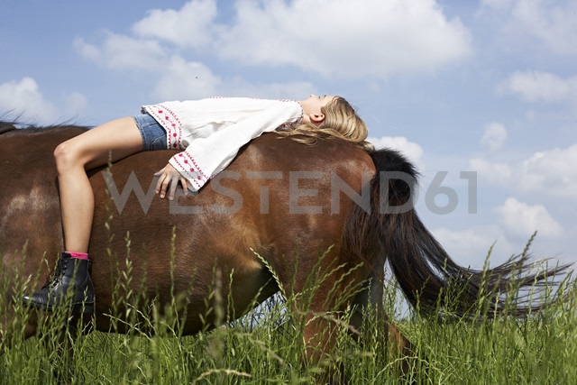 Girl lying on horseback - FSF00775 - Sandra Seckinger/Westend61