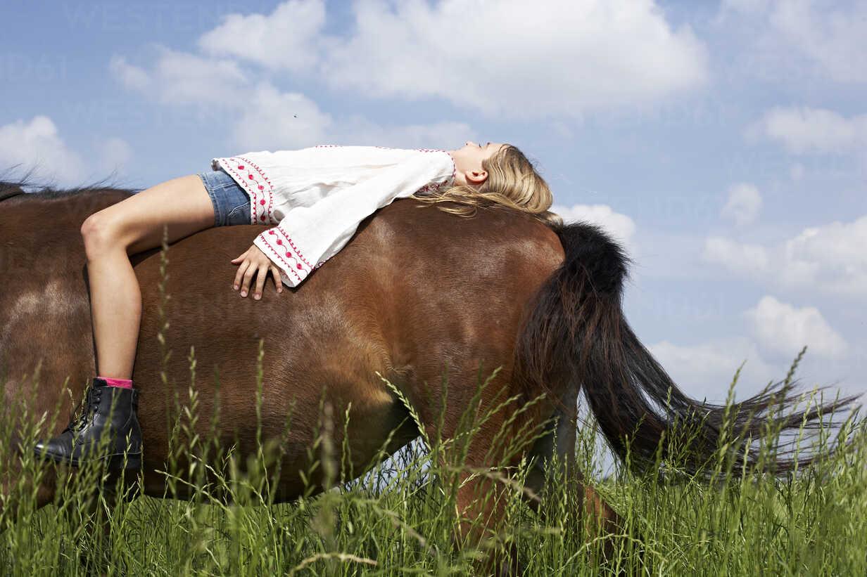 Girl lying on horseback - FSF00775 - Sandra Seckinger/Westend61
