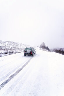 UK, Scotland, Glen Etive, Four wheel drive vehicle in winter - SMAF00664