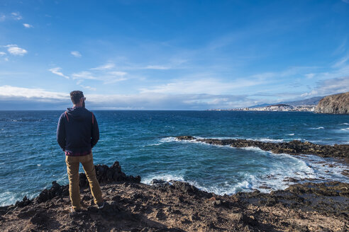 Spain, Tenerife, back view of man looking at the sea - SIPF01409