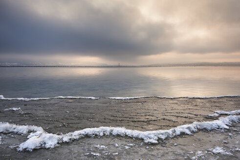 Germany, Baden-Wuerttemberg, Constance district, Reichenau, icy Lake Constance shore - ELF01832