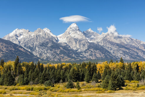 USA, Wyoming, Rocky Mountains, Grand Teton National Park, Cathedral Group and Snake River - FOF08861