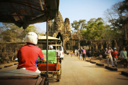 Cambodia, Siem Reap, Angkor Wat, driving tuk tuk - REA00220
