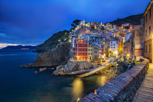 Italy, Cinque Terre, view to Riomaggiore at dawn - YRF00154