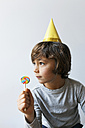Little boy with yellow party hat and lollipop - VABF01148