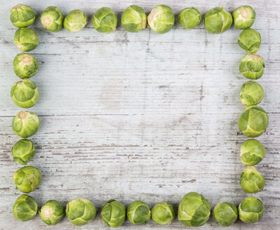 Brussels Sprouts frame on wood - JUNF00843