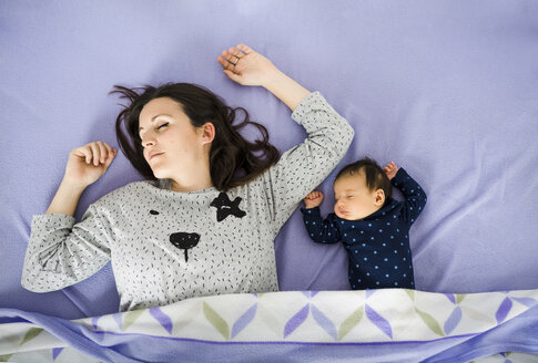 Newborn baby girl and mother sleeping in bed - GEMF01480
