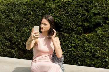 Young woman taking selfie with cell phone - LMF00639