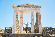 Greece, Mykonos, Delos, tourist visiting the Temple of Isis - GEMF01506