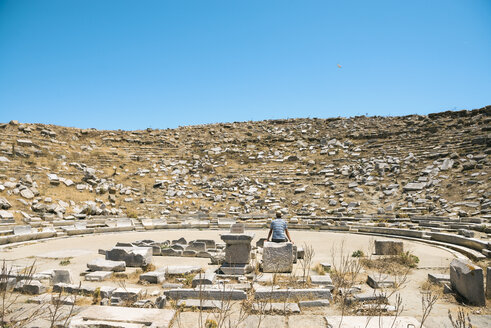 Greece, Mykonos, Delos, tourist visiting the Theatre - GEMF01509