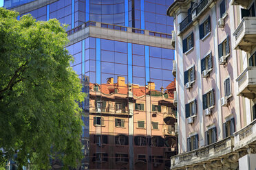 Portugal, Lisbon, reflection of an old house at glass facade of modern building - VTF00591