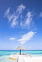Maledives,South Male Atoll, Sun loungers under parasol - JLRF00087