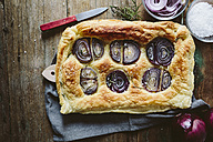 Baked Focaccia with red onions and rosemary - GIOF01942