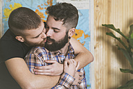 Young gay couple in love - RTBF00682