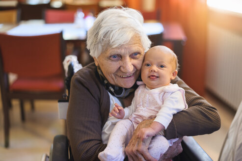 Old woman meeting her great granddaughter - DIGF01529