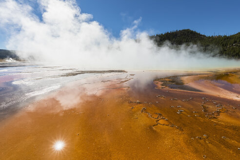 USA, Wyoming, Yellowstone National Park, Midway Geyser Basin, Grand Prismatic Spring - FOF08946