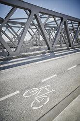 Germany, Hamburg, bicycle lane on a bridge - RORF00665