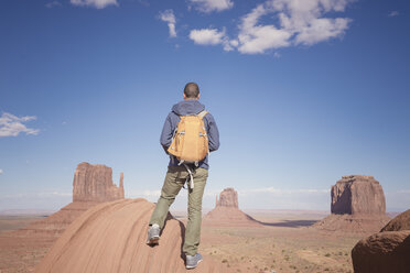 USA, Utah, back view of man with backpack looking at Monument Valley - EPF00364