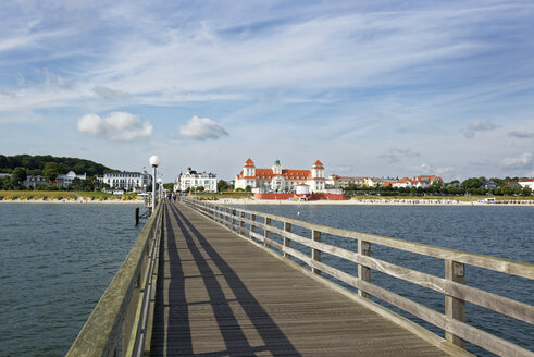 Germany, Binz, view from boardwalk to beach and spa hotel - LHF00515