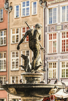 Poland, Gdansk, Main City, neptune fountain in the old town - CSTF01283
