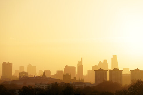 UK, London, skyline in morning backlight - BRF01425