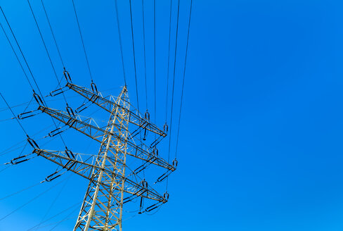 Power pylon under blue sky - EJWF00845