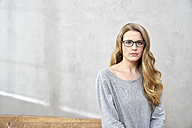Portrait of serious blond woman wearing glases - FMKF03571