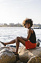Young woman in Brooklyn sitting at East River - GIOF02138