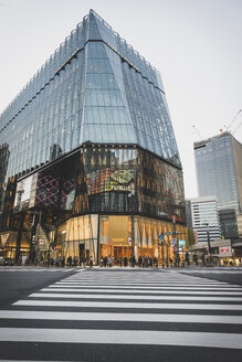 Japan, Tokyo, Ginza, zebra crossing in front of Tokyu Plaza shopping mall - KEB00521