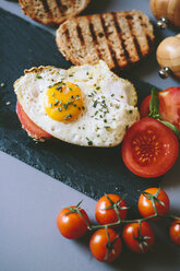 Breakfast with eggs, tosst and tomatoes - GIOF02152