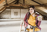 Independent young woman renovating her new home - UUF10137