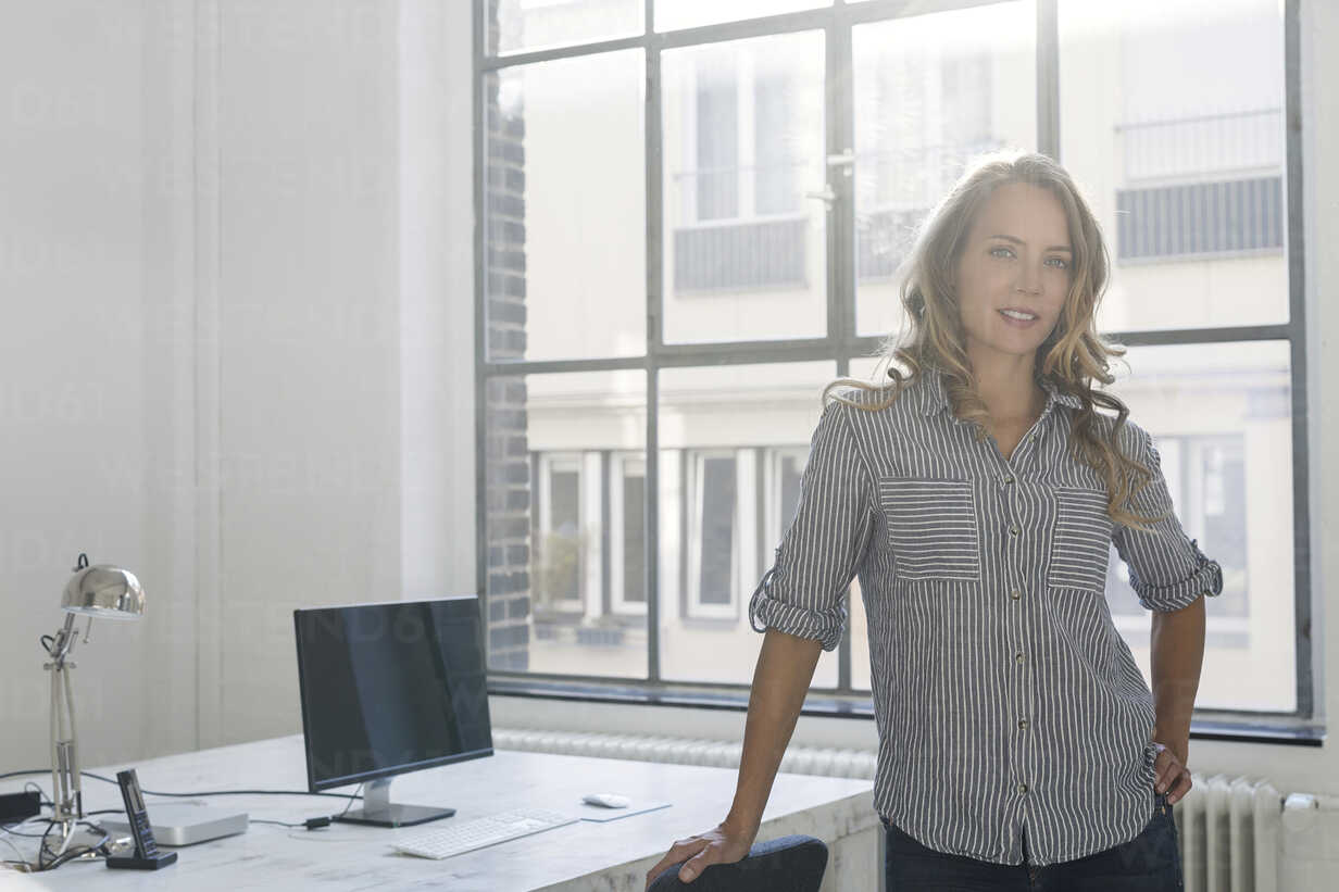 Businesswoman standing in her office, looking at camera - SBOF00365 - Steve Brookland/Westend61