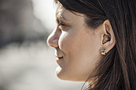 Young woman with hearing aid, close-up - ZEDF00551