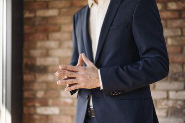 Businessman with folded hands - KNSF01163