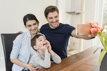 Happy family taking a selfie at home - SHKF00724