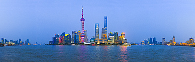 China, Shanghai, panoramic view of Pudong skyline with Huangpu River in the foreground at twilight - EAF00014