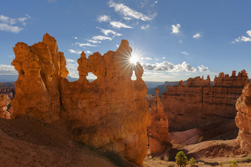 USA, Utah, Bryce Canyon National Park, Thors Hammer and other hoodoos in amphitheater at sunrise as seen from Navajo Loop Trail - FOF09028