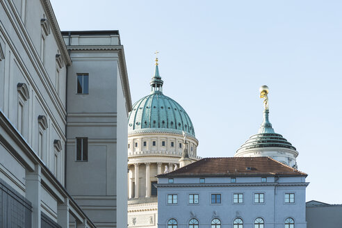 Germany, Potsdam, Museum Barberini, old city hall and St. Nicholas church in the background - ASCF00728