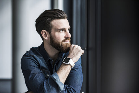 Potrait of a young businessman wearing smart watch - UUF10164