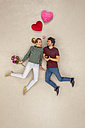 Couple in love with a bunch of flowers - BAEF01250