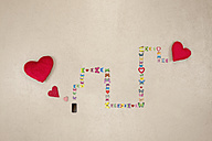 Smart phone sending love messges - BAEF01301