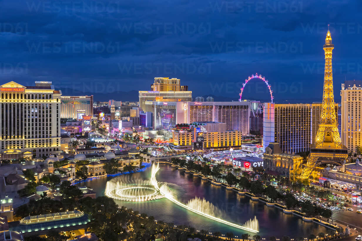 USA, Nevada, Las Vegas, Strip, fountain, hotels and Eiffel Tower at blue hour - FOF09104 - Fotofeeling/Westend61
