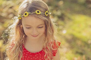 Portrait of smiling little girl wearing flower wreath - NMSF00033