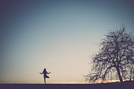 Silhouette of a woman practicing yoga in nature - SIPF01511