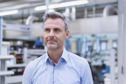 Portrait of a manager on the shop floor of a factory - DIGF01665